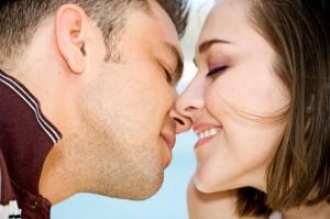 couple-kissing1